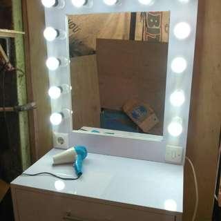 Meja Cermin Rias Gantung