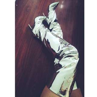 【客人實穿】ALICESELECT 獨家出品 蔡依林 kim kardashian 同款愛用鏡面尖頭超長高跟過膝靴 銀色/黑色  繫上靴