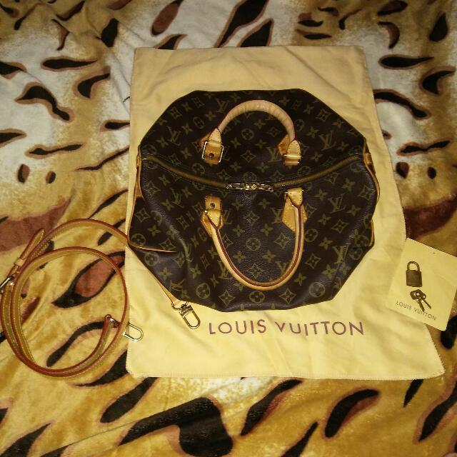 Authentic Grade Louis Vuitton Speedy Bandouliere 35 In Monogram Canvas