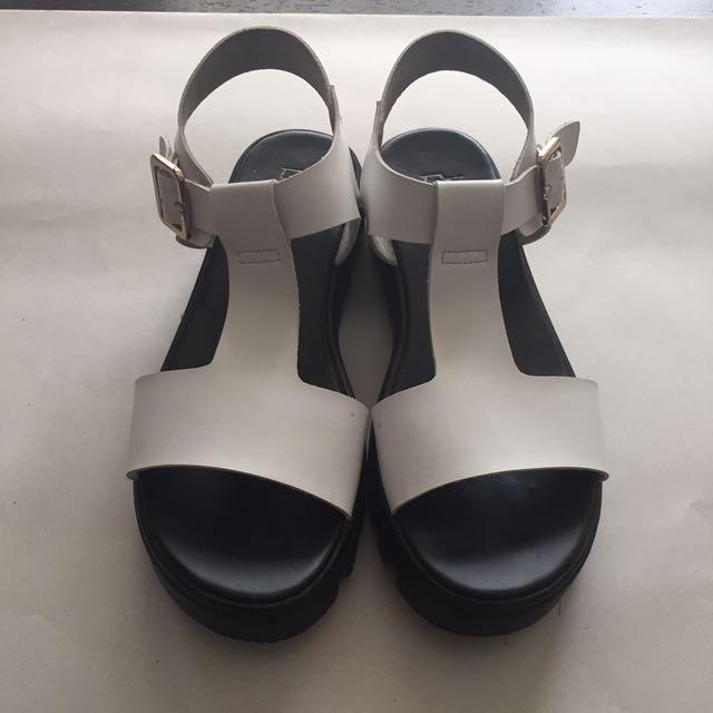 Basic Black & White Platform Sandal