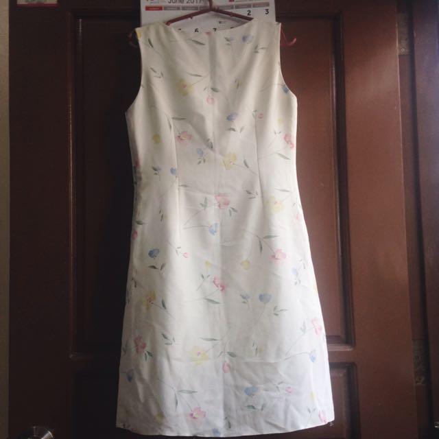 Cream Floral Dress 🌼