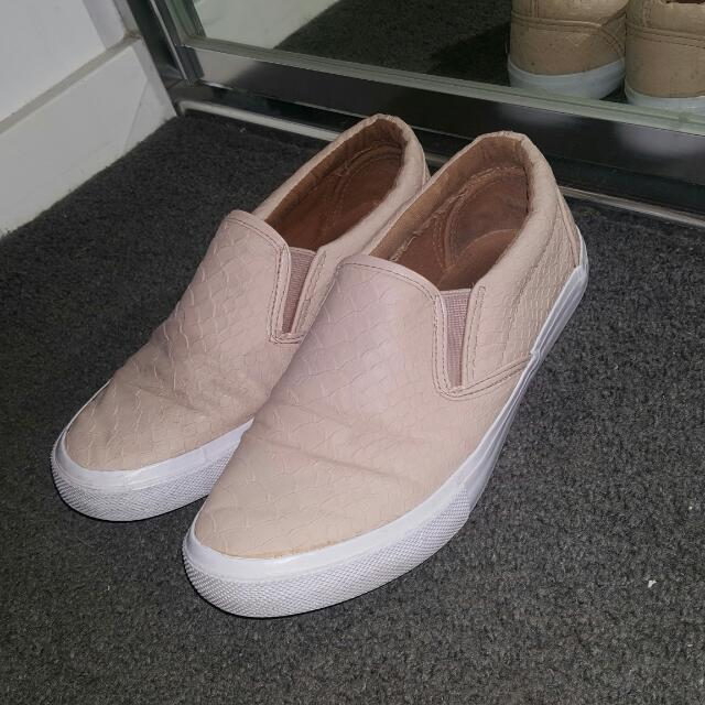 Novo Flats Beige Leather Shoes