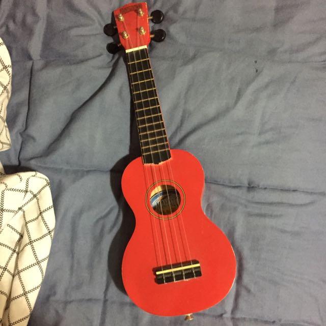 Red Mahalo Soprano ukulele