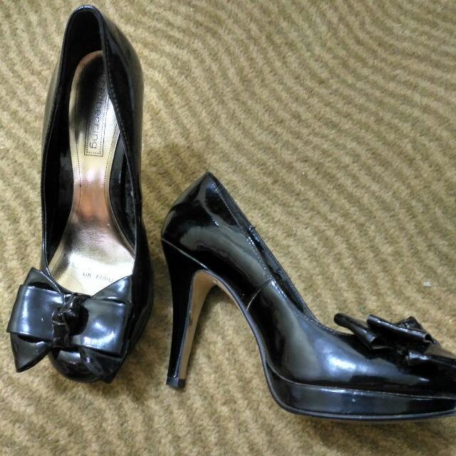 Redhering Heels