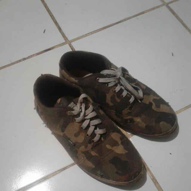 Garsel Sepatu Olahraga Football Shoes Pria Geh 7501 Bahan Leather ... -  Specs Tomahawk 3492f0ab63