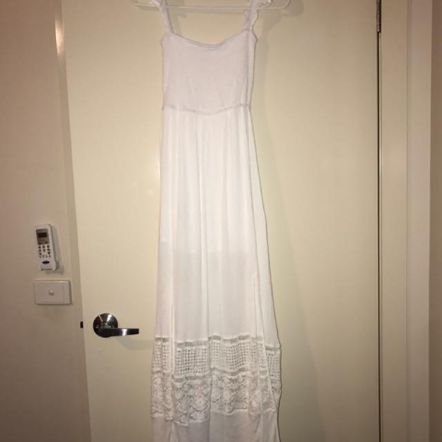 Showpo Size 8 Maxi White Lace Dress