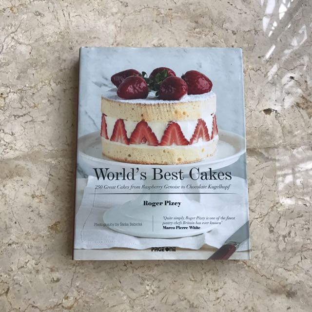 WORLD'S BEST CAKES by Roger Pizey