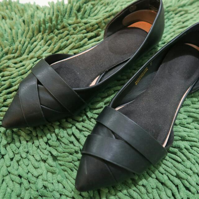 Zalora Black Flatshoes