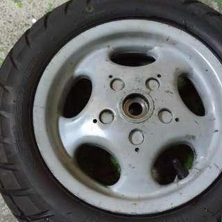 ET8義大利後輪筐+胎