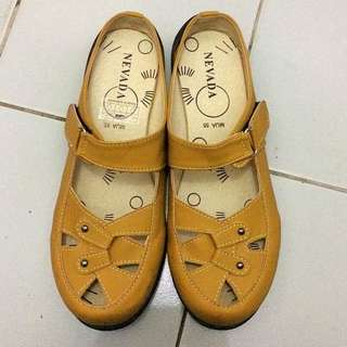 yellow sandal nevada