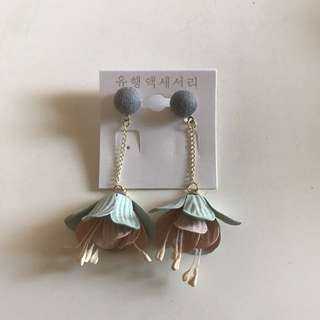 Flower Earring Grey B