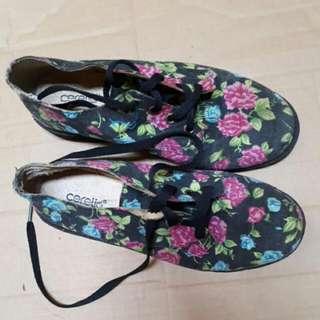 Sepatu Docmart Flowers