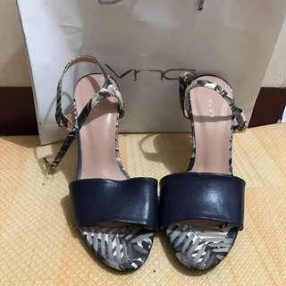 NEW Vincci Heels