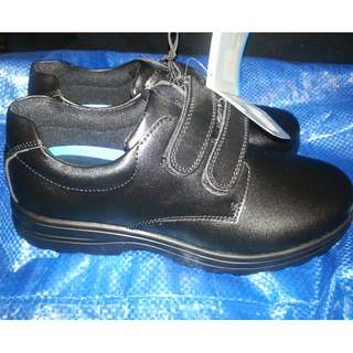 7964a89bd004 BATA Boy s Black Leather School Shoes Hook and Loop Size 4 BRAND NEW
