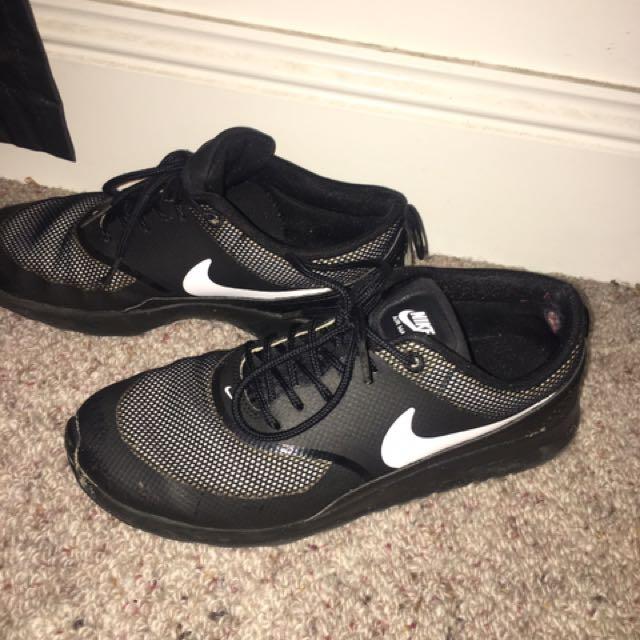 Nike Thea's Size 7