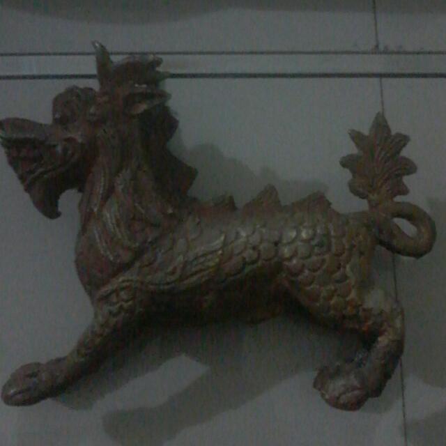 Patung Naga Berbadan Kuda