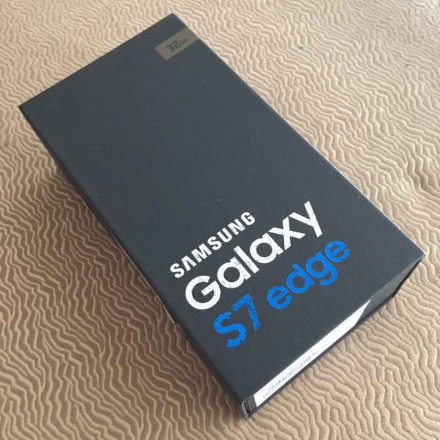 Samsung Galaxy S7 Edge W/ FREE Gear VR