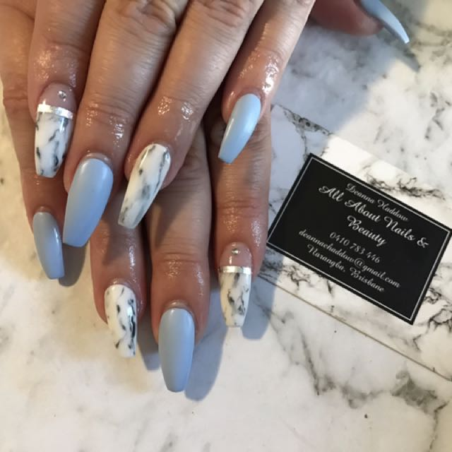 SWAP MAKE UP FOR ACRYLIC NAILS