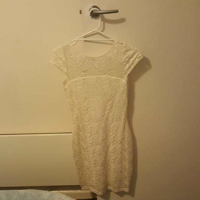 Very Very Cream Size 8 Dress