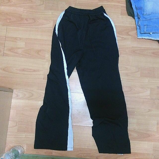日本Wego 黑色運動褲有小開叉