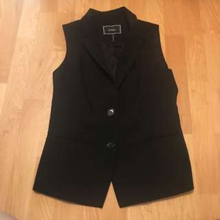 Le Chateau Sleeveless Collared Vest In Black