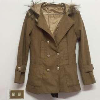 駝色連帽排扣大衣外套