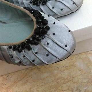 氣質款淡灰色緞面綴珠~平底鞋(全新)
