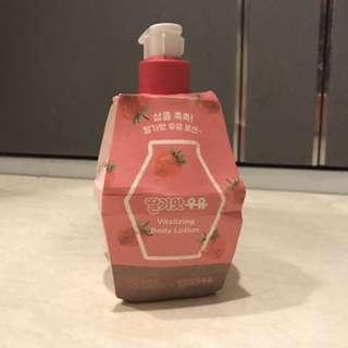 韓國 熱賣草莓牛奶乳液 Round Round