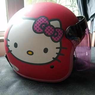 Hello Kitty 頭盔