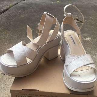 Windsor Smith SZ 9 Chunky White Platform Sandal Heels W Buckle Detail