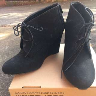 Dotti SZ 9 Black Faux Suede Lace Up Wedge Ankle Boot Heel