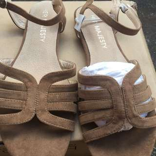 NEW SZ 9 Tan Faux Suede Sandal