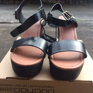 NEW Rubi SZ 39 Black Ankle Strap Chunky Sandal Heels