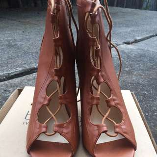 NEW Boohoo SZ 8 Brown Tan Faux Leather Lace Up Ankle Boot Heels