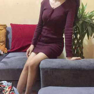 dress rajut maroon