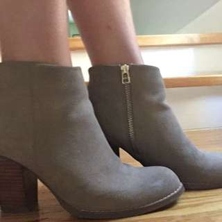 Sued Ankle Boot
