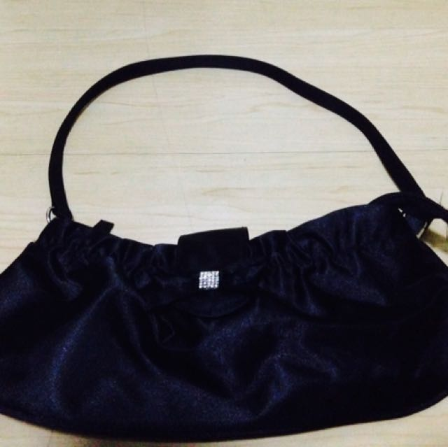 Quo Small Black Bag