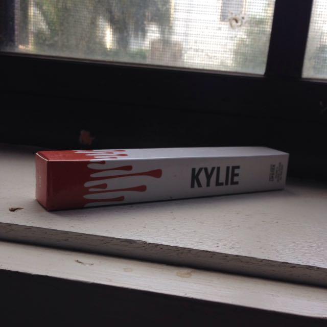 Kylie Cosmetics Heir Metallic Liquid Lipstick Replica
