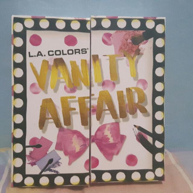 L.A. Colors Vanity Fair Makeup Set