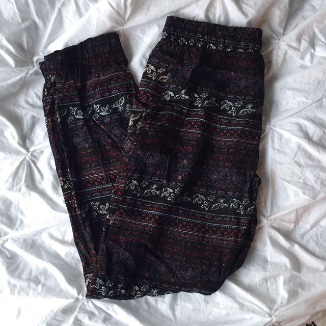 patterned loose-fitted pants