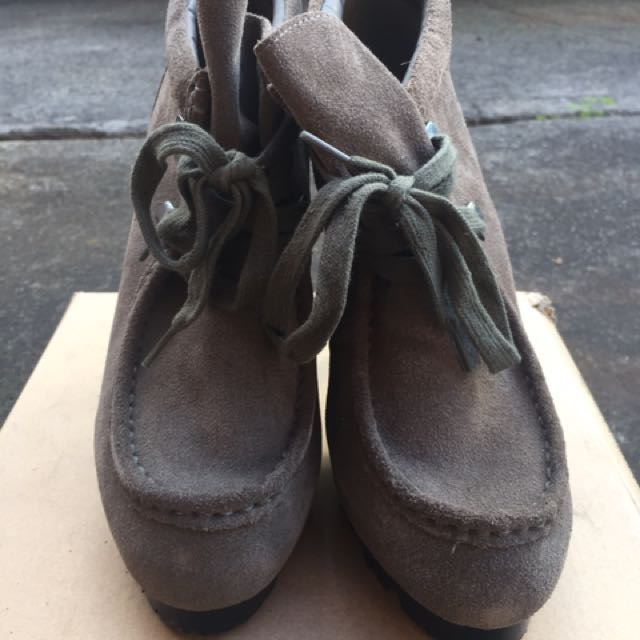 Sportsgirl SZ 8 Grey Ankle Boots W Lace Up Detail Moccasin Style