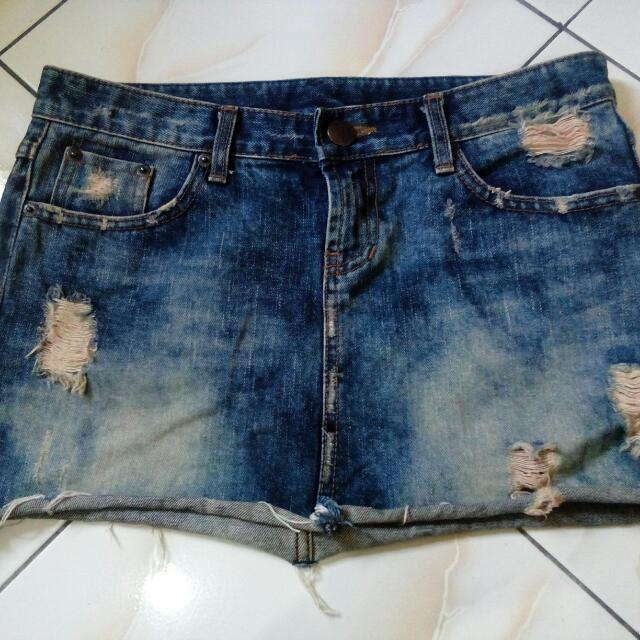 Wheel Vintage Ripped Mini Jeans