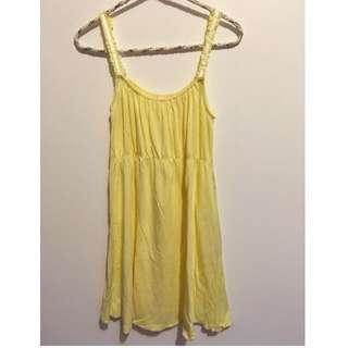 日本帶回~米黃色細肩帶下擺金色滾邊可愛洋裝