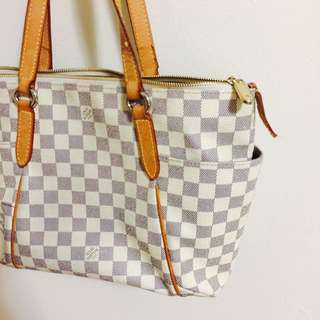 "Louis Vuitton ""like"" bag"