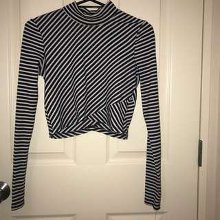 Long Sleeve Stripped Crop Top