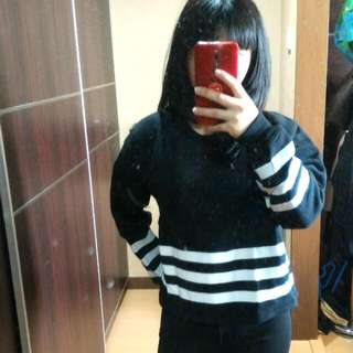 Sweater Hitam Garis