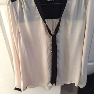 White And Black Blouse (dotti)