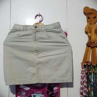 🎀Repriced! Gap Beige Mini Skirt