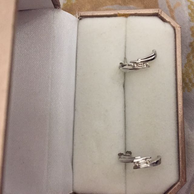 9ct Real White Gold With Diamonds Earings