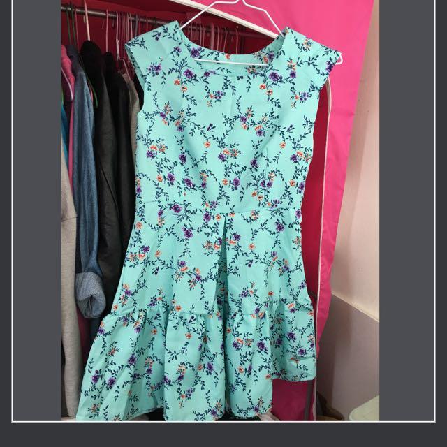 超美湖水綠洋裝
